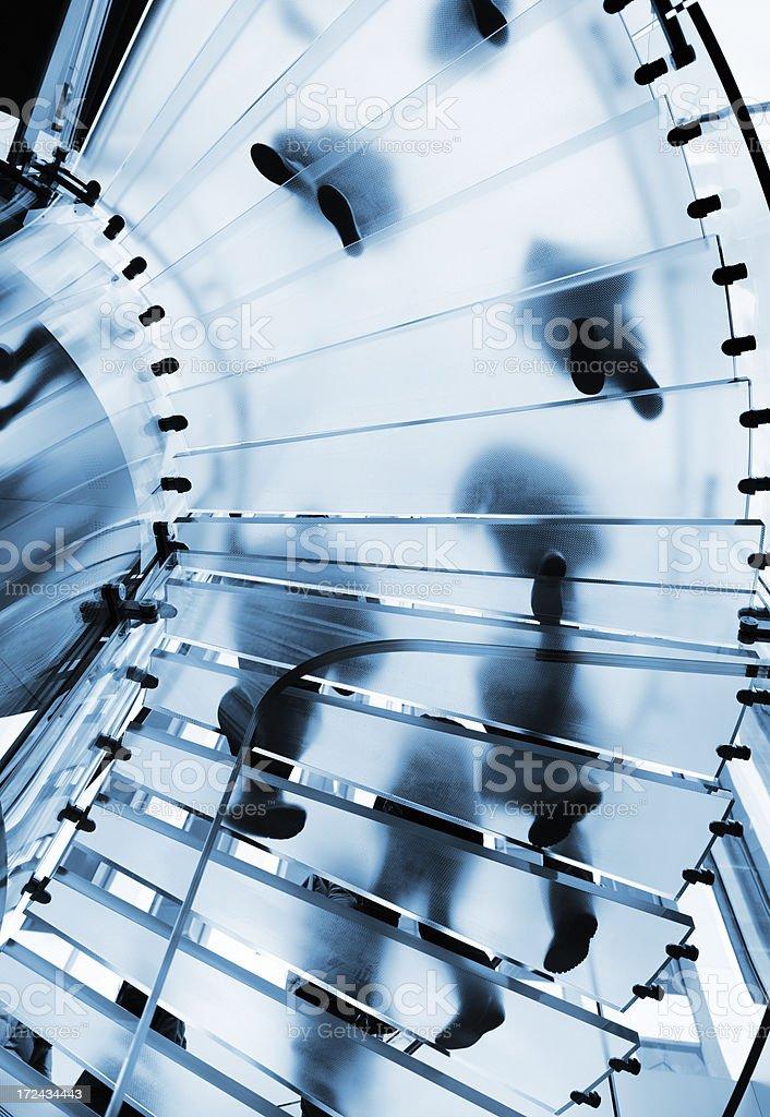 Silhouette Menschen in Glas-Treppe – Foto