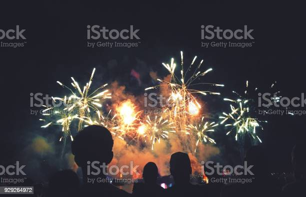 Silhouetted people watching a fireworks display picture id929264972?b=1&k=6&m=929264972&s=612x612&h=zmnolbdmbxqlc17pgrvqewpwulq8vmu2g6iraju09ru=