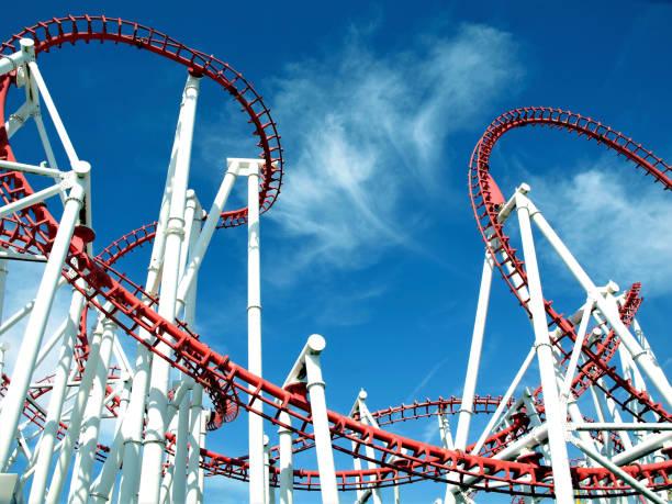 montaña rusa de silueta. - roller coaster fotografías e imágenes de stock