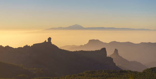 Silhouetten von Gran Canaria und Teneriffa Berge, Kanarische islan – Foto