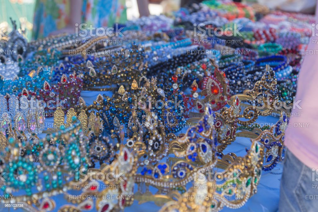 BUKHARA, UZBEKISTAN - MAY 25, 2018: Silk and Spices Festival 2018. Colorful traditional uzbek ancient handcraft jewellery in the bazaar in Bukhara, Uzbekistan. zbiór zdjęć royalty-free