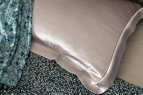 silk pillow on the bed - seda imagens e fotografias de stock