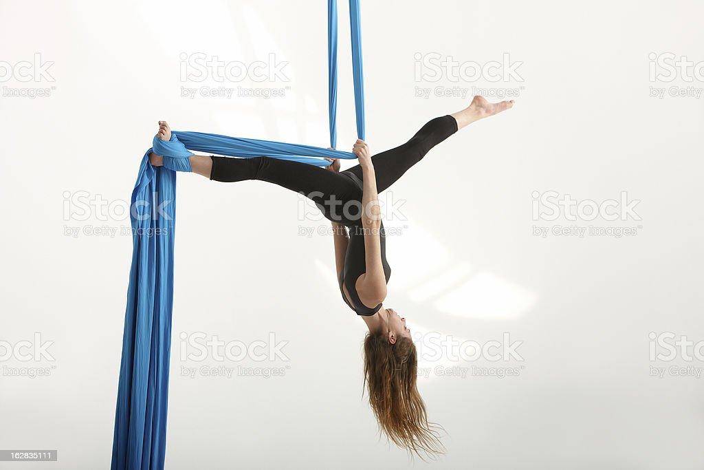 Tejido acrobatics seda - foto de stock