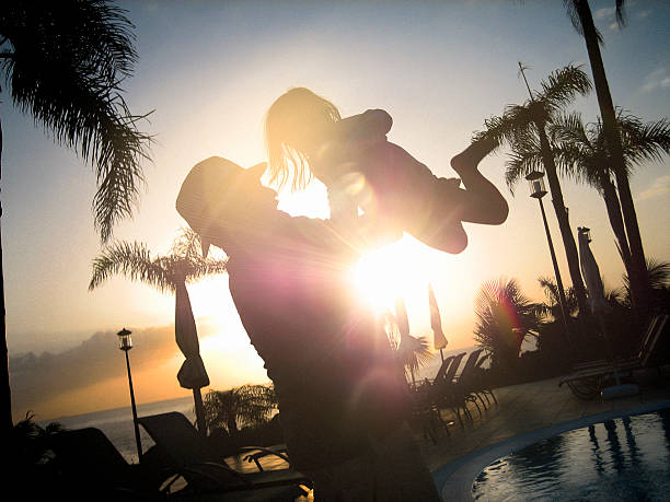 silouette of father and child on holiday - teneriffa urlaub stock-fotos und bilder