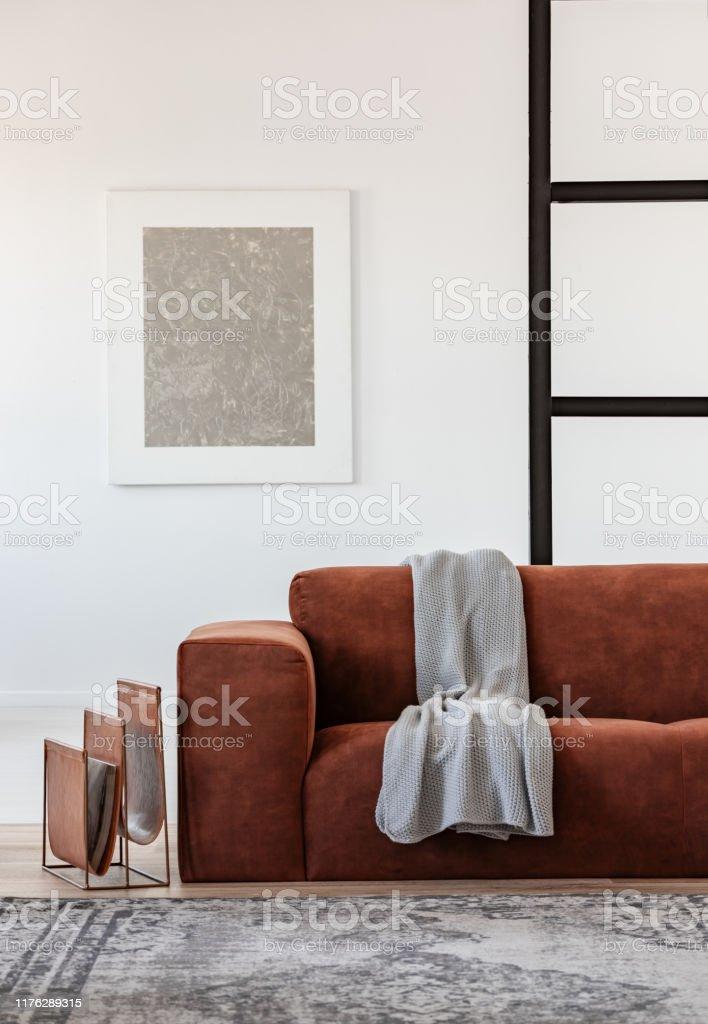 Silber Abstrakte Malerei In Weißen Rahmen An Der Wand Des ...