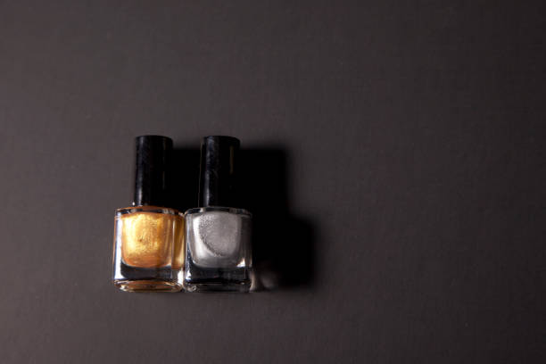 silber und gold - bester nagellack stock-fotos und bilder