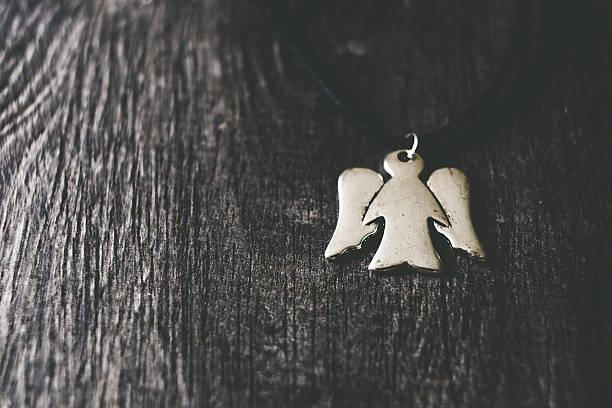 silver angel-anhänger - schmuck engel stock-fotos und bilder