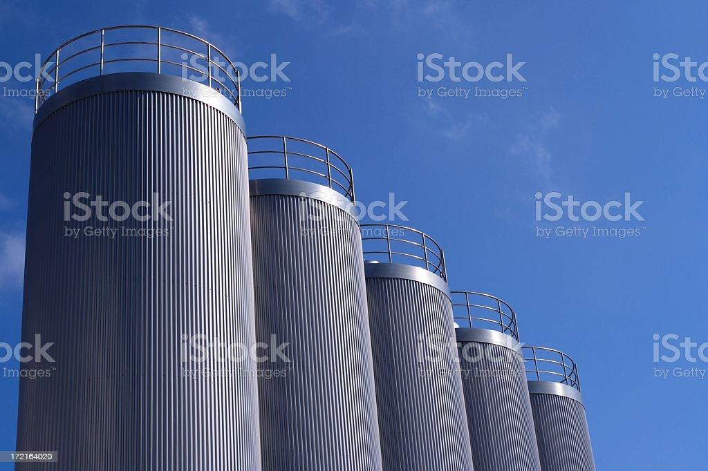 Silber-Blau, silos - Lizenzfrei Abfüllanlage Stock-Foto