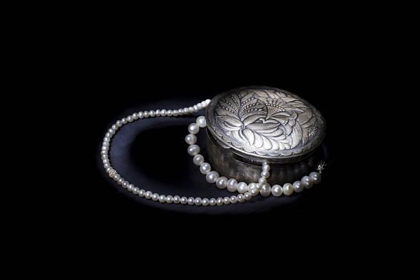 silver box with pearls on black background - armband vintage stock-fotos und bilder