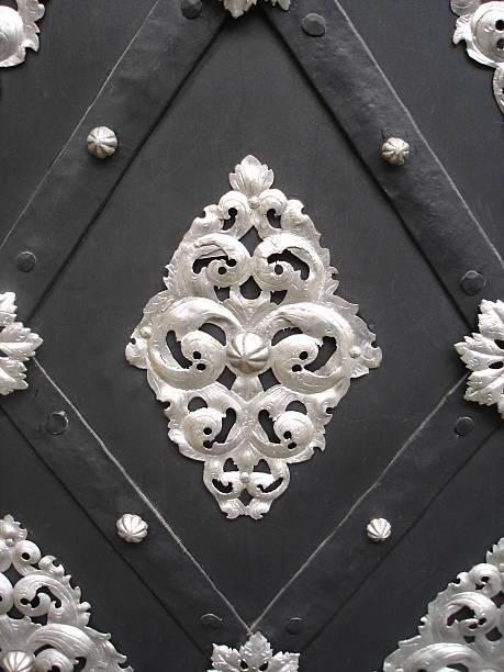 silver decoration on an old metal door - fsachs78 stockfoto's en -beelden