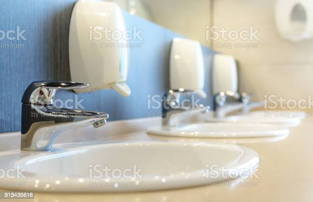 Silver faucet and white sink picture id913435616?b=1&k=6&m=913435616&s=612x612&h=wilumf1e5lne klkeoocycketcvfvkvyttur xvbl54=