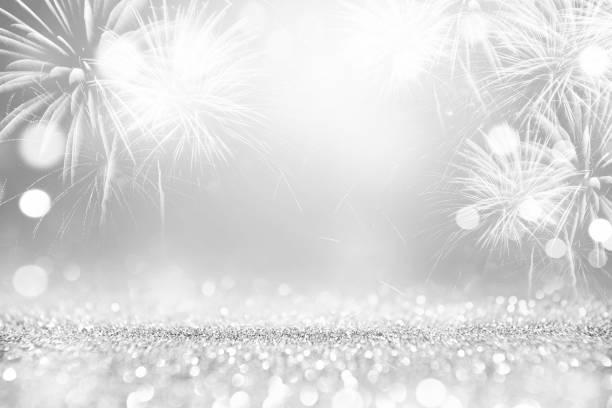 Silber-Feuerwerk und grauen Bokeh im Silvester und Platz für Text. Zusammenfassung Hintergrund Urlaub – Foto
