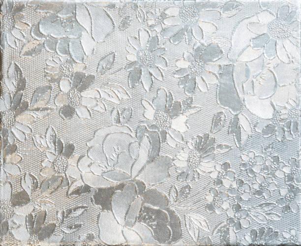 fleur argent gaufrage. aluminium avec motif de fleurs - motif ornemental photos et images de collection