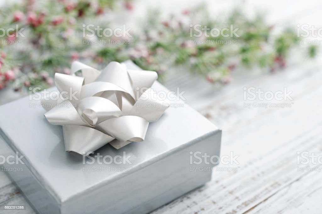 Silver gift box with christmas ribbon royalty-free 스톡 사진