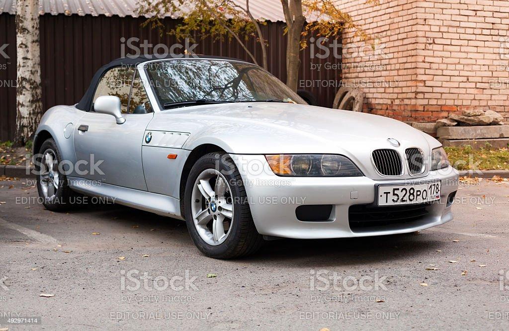 Silbergrau BMW Z3 dem Dach mit fixierbaren Ärmeln – Foto