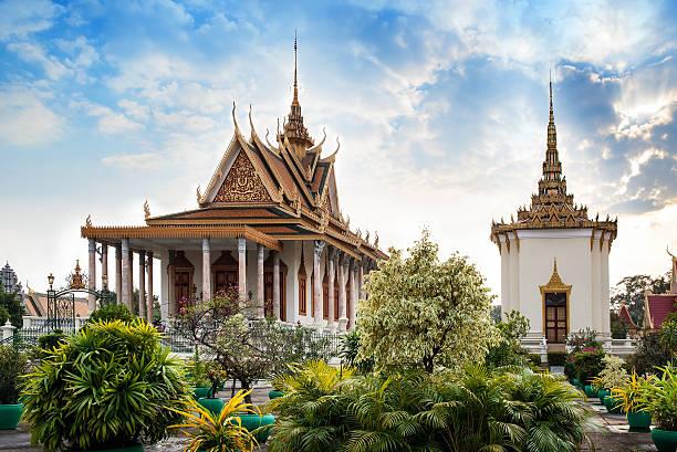 silberpagode, den königspalast in phnom penh, kambodscha sehenswürdigkeiten. - klosterurlaub stock-fotos und bilder