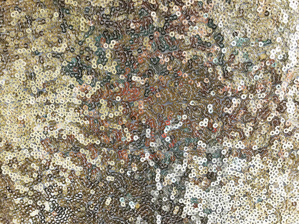 silberne paillettenstruktur für textilien - ägyptisches make up stock-fotos und bilder