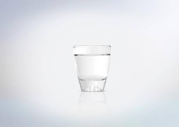plata shot de vodka - mezcal fotografías e imágenes de stock