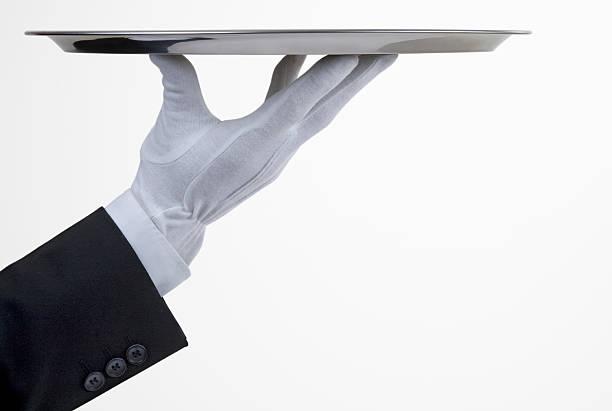 plateau argenté avec la main - main service photos et images de collection