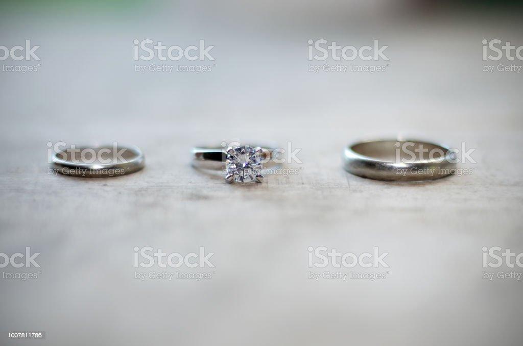 Silberne Hochzeitsringe Stock Fotografie Und Mehr Bilder Von 25