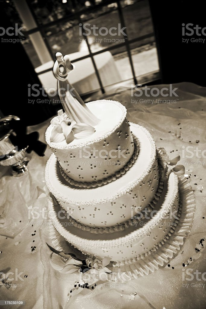 Simple Elegant Wedding Cake With Bride And Groom Topper Stock Photo Download Image Now Istock