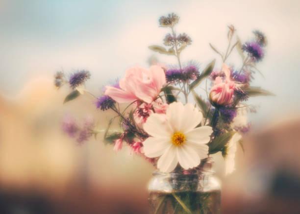 Simple flower arrangement with homegrown flowers picture id844648398?b=1&k=6&m=844648398&s=612x612&w=0&h=m0dj hapwwcgab xnteoe0n0 reb5cydhkzeg2rbbta=