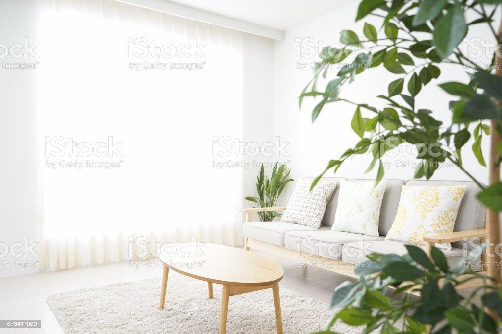 誰もシンプルな部屋 - くつろぐのロイヤリティフリーストックフォト