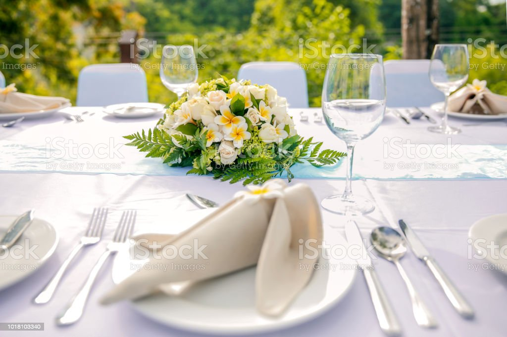 Simple Wedding Reception Table Decorations  from media.istockphoto.com
