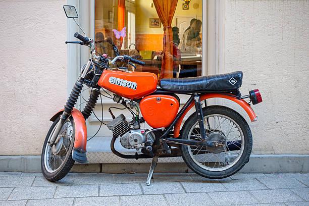 simson s 51 moped kleine motorrad - simson mofa stock-fotos und bilder