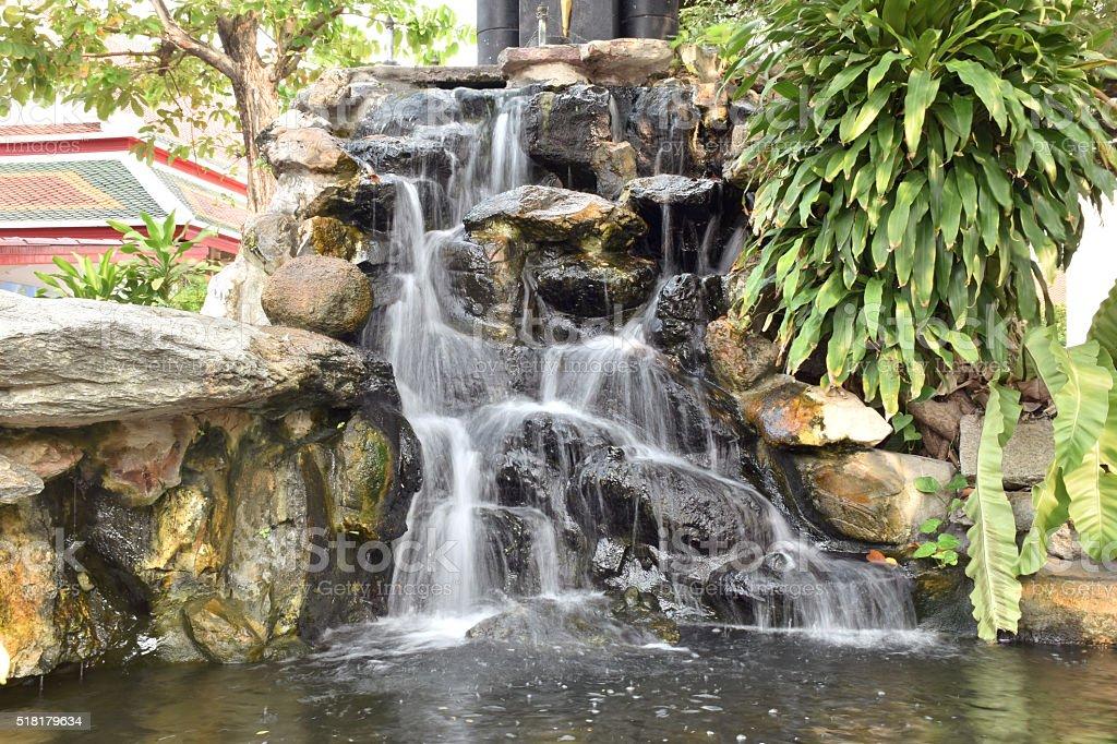 Entschlacken Der Wasserfall Im Garten Stock Fotografie Und Mehr