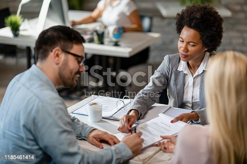 944314580 istock photo Sing right here, please! 1185461414