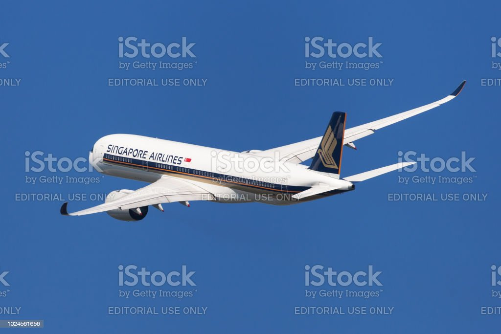 Singapore Airlines Airbus A350-900 Banking stock photo