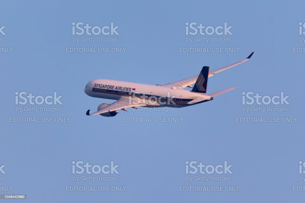 Singapore Airlines Departs From George Bush Intercontinental ...