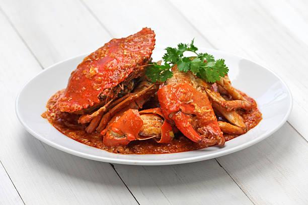 crabe au piment de singapour - crabe photos et images de collection