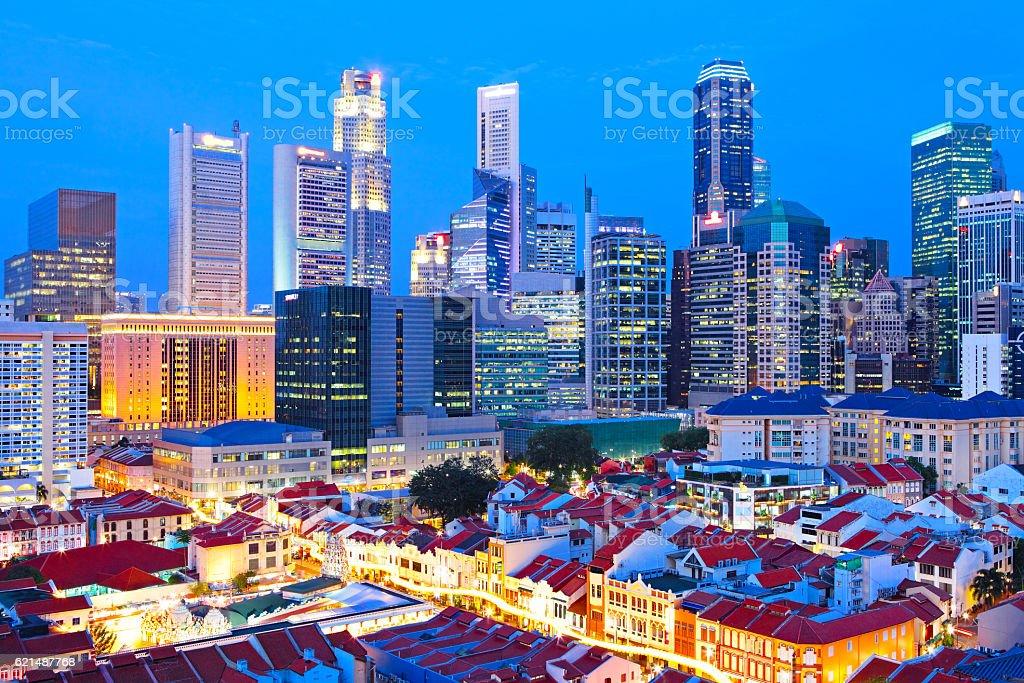 Toits de Ville de Singapour dans la nuit photo libre de droits