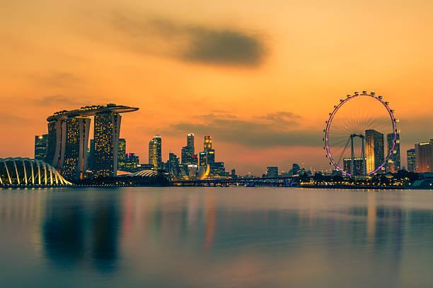 Singapur Skyline bei Sonnenuntergang – Foto