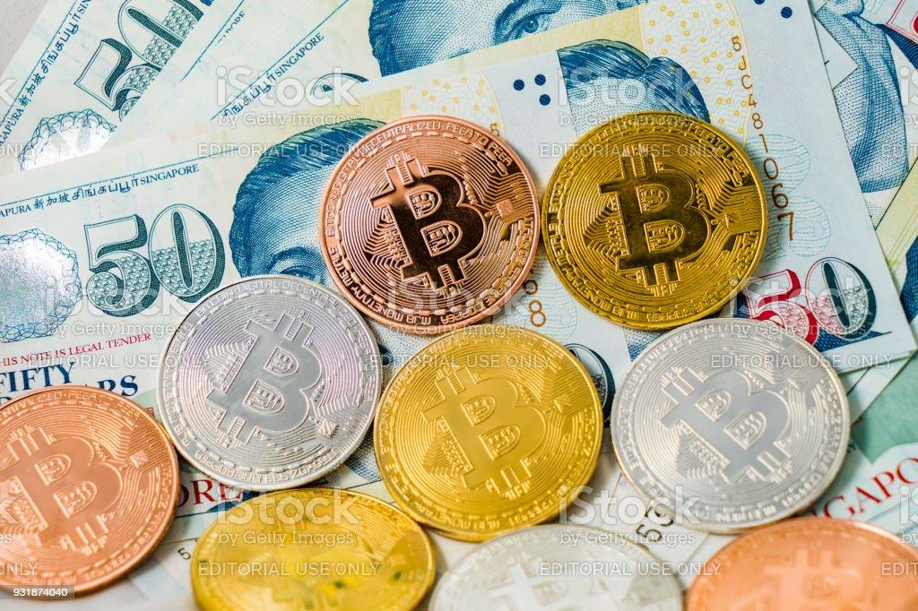 Singapurdollarbanknoten Undmünzen Bitcoin Cryptocurrency Auf Weißem