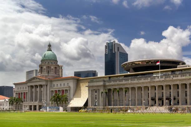 singapore national gallery and former city hall against a blue sky with clouds - supreme court zdjęcia i obrazy z banku zdjęć