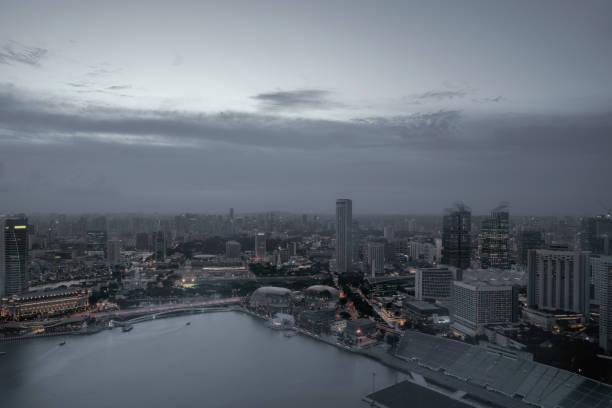 Die Skyline von Singapur in der Dämmerung – Foto