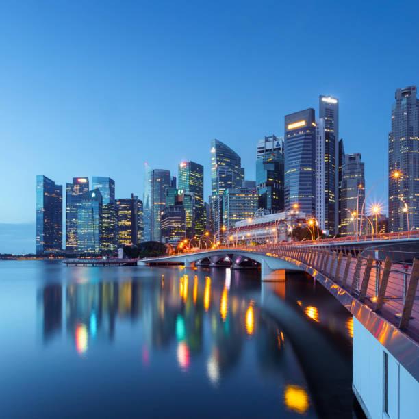 singapore skyline - quartiere finanziario foto e immagini stock