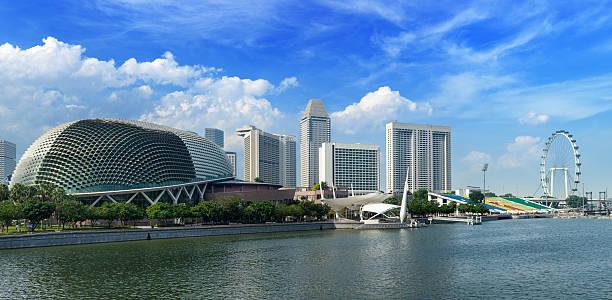 Singapore skyline Singapore skyline panorama at Marina Bay esplanade theater stock pictures, royalty-free photos & images