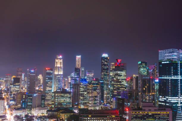 Singapur hohe Gebäude in der Nacht – Foto
