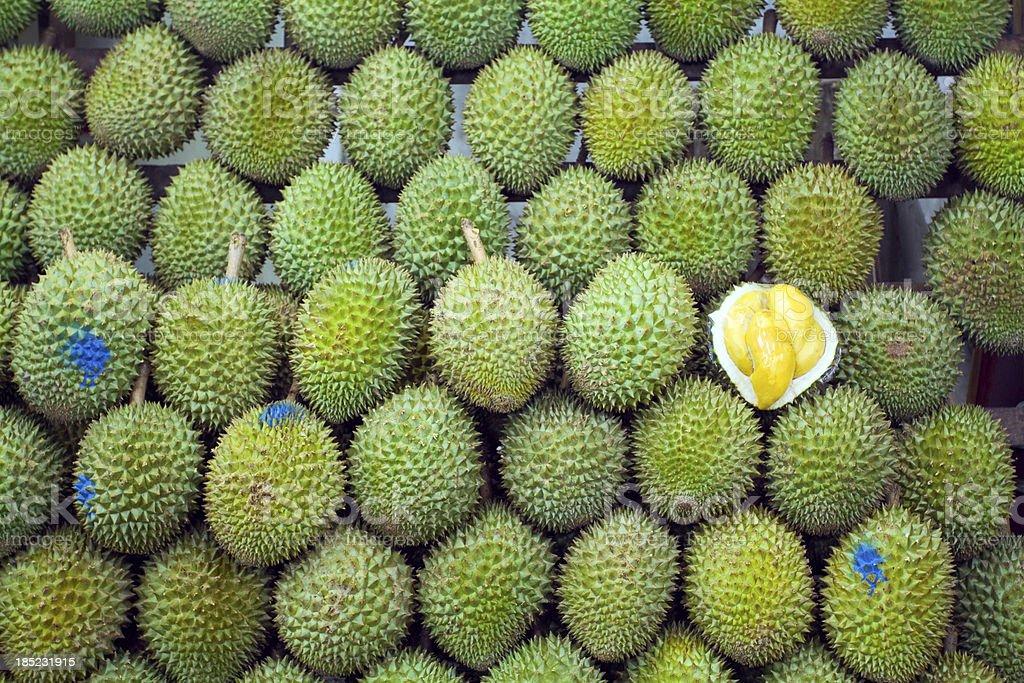 Singapurische Obst mit Durianfrucht mit King-Size-Bett – Foto