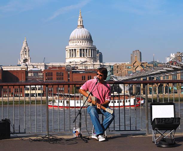 Cantante de southbank en Londres - foto de stock