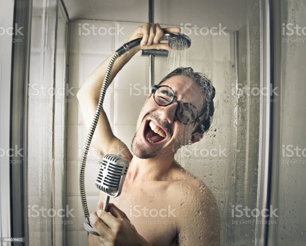 Singer in the shower – zdjęcie
