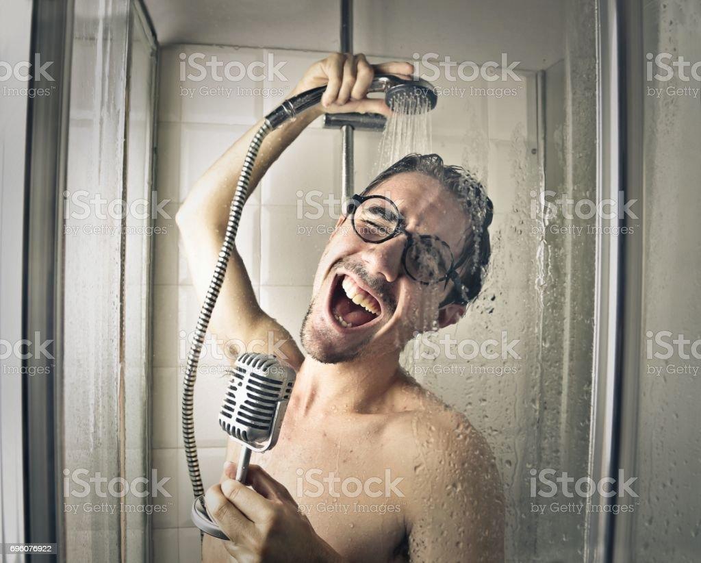 Sänger in der Dusche – Foto