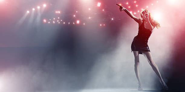 歌手のライブステージ - ポップミュージシャン ストックフォトと画像