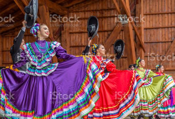 Singers from Mexico in traditional costume