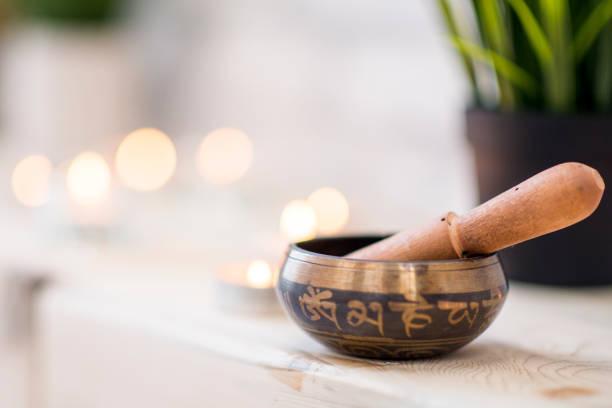 singing bowl in yoga studio - icon set healthy foto e immagini stock