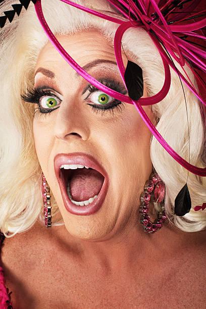 singing drag queen - drag queen stockfoto's en -beelden